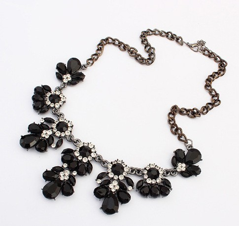 Gemstone Chunky Statement Black Imitation Necklace VGA07005